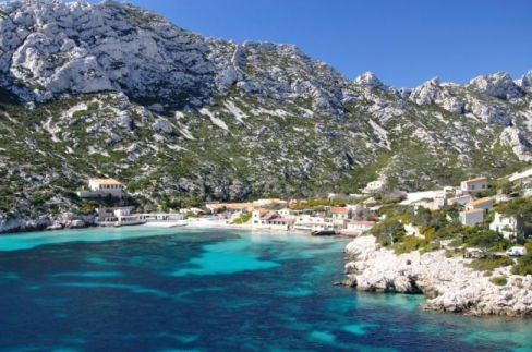 1104-a-large-calanque-with-restaurant-and-651x0-3